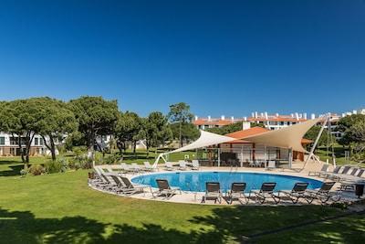Holiday Rental Pool Area - Vila Sol Quarteira | Ideal Homes Rentals