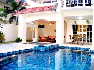 4 Bedroom Villa with Excellent Private Pool South Facing Sun All Day