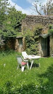 La maison des poètes nichée en haut du hameau