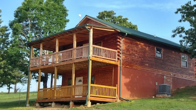 Papa Bear cabin, 4 bed, 2 bath, fireplace, red neck porch with fire ring.