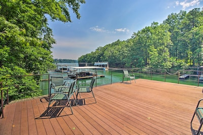 Lounge on the dock by Lake Lanier in this Gainesville getaway for 10.