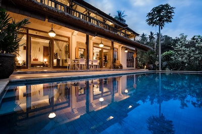 Villa Sagitta at night – a perfect place to relax after a busy day's sightseeing