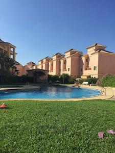 Apartamento en primera planta en complejo de golf, piscina compartida Apartamento bien equipado