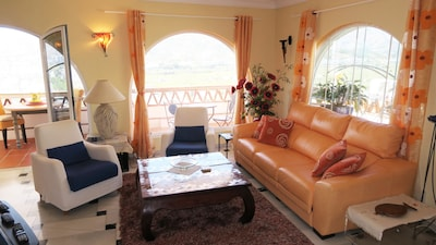 Apartamento de lujo con equipamiento de alta gama, piscina, vistas al mar, cerca de la playa, wifi gratis!