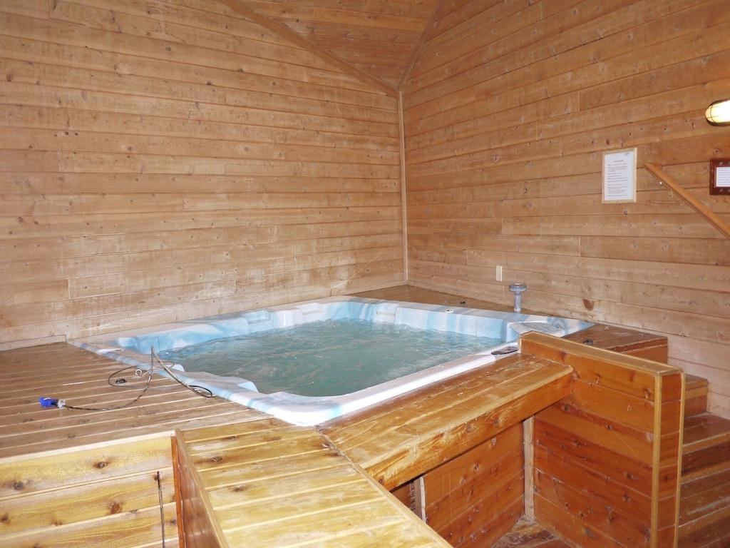 Walk To Ski Resort Indoor Jacuzzi Sauna Huge Game Room Moonridge