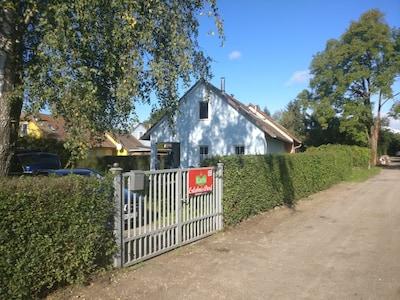 Ferienhaus in der Nähe eines kleinen Sees