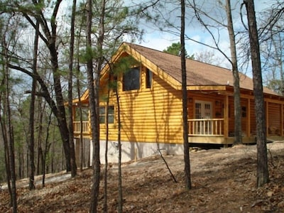 Bear Cliff with its 18 foot high rustic beams and Large Jacuzzi.