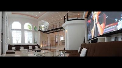 Main Living Room (Wide Angle)