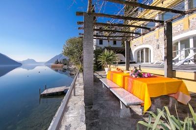 Villa am Seeufer