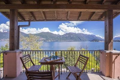 Überdachte Terrasse mit atemberaubendem Blick auf den See