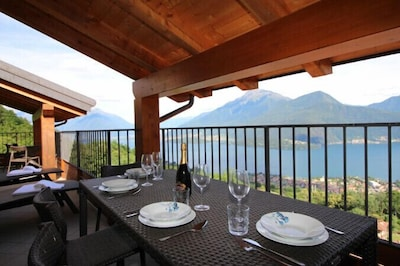 Outdoor Dining with Lake View