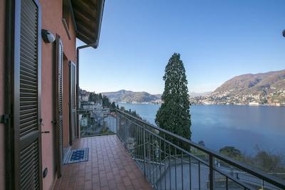 Ausblick auf den See und Como Stadt von der Terrasse