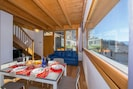 Wohnbereich und offene Küche