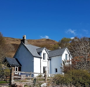 Bracara Cottage with stunning views of Loch Morar.