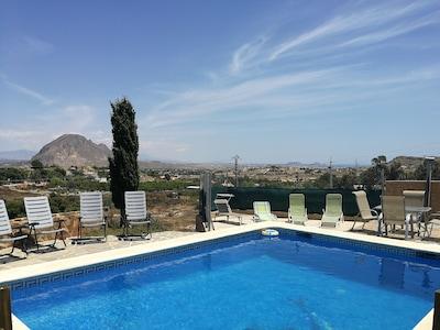 Landhaus mit privatem Pool nur 10 km von Alicante und Stränden entfernt.
