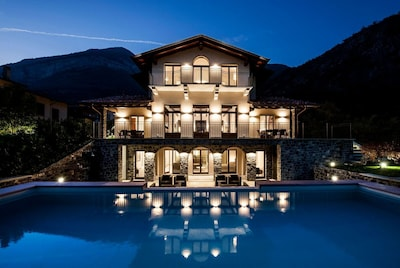 Villa Fiordaliso am Abend