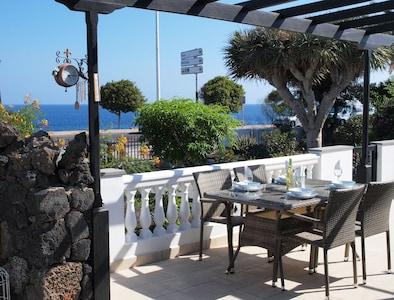 Hermosa villa de 2 dormitorios con vista al mar, wifi, televisión del Reino Unido y piscina comunitaria climatizada