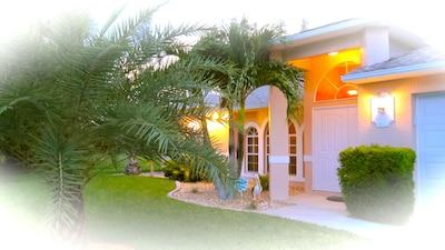 • Wunderschöne, gepflegte Villa im begehrten SW am Santa Barbara Blvd. •
