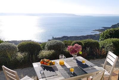 Terrasse surplombant la mer, vue exceptionnelle, parc pieds dans l'eau