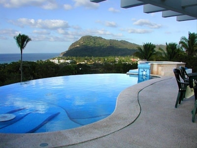 Infinity pool / Sun deck / Hot  tub overlooking Pacific Ocean and Lo De Marcos