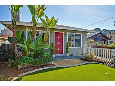 This lovely bungalow with 5 beds is 2 houses from the beach!