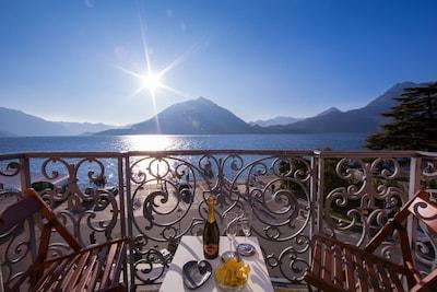 Blick auf den See vom Balkon