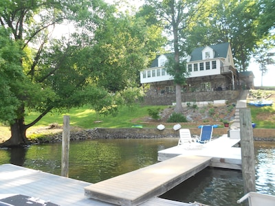 Lovely private vacation home with a private slip for your watercraft