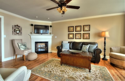 Beautiful livingroom with a gas fire place