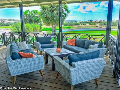 Vue de la terrasse sur le terrain de golf
