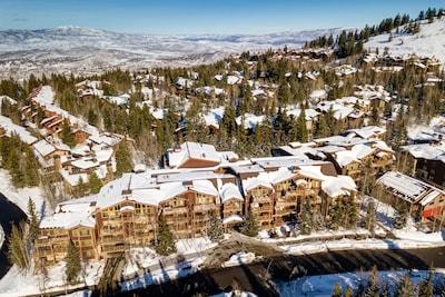 Black Bear Lodge - Deer Valley - Across Street from Mid Mountain Lifts!