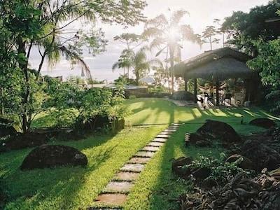 jardins bonitos, muito espaço e privacidade