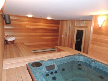Mt Snow Paradise Indoor Jacuzzi Sauna Minutes To Mountain Sleeps 10 Official West Dover Vermont Vt Usa