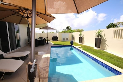 Private inner courtyard with heated pool , weber grill. This is living!