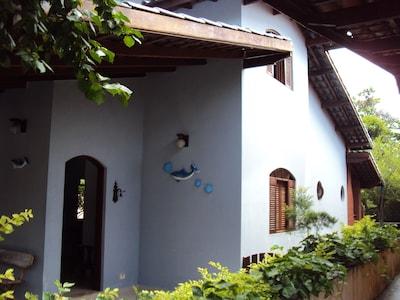 Casa 4 dormitórios - Piscina, Churrasqueira, Condomínio Fechado