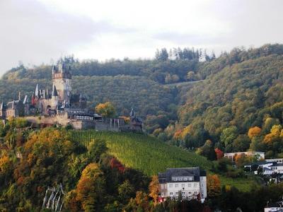 Spitzenlage mit phantastischem Blick auf die Burg Cochem, Mosel sowie Altstadt