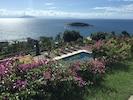 Jardim e vista da piscina