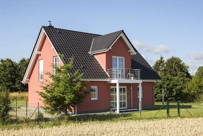 Modernes Ferienhaus m. gratis WLan, Kamin, Grill, Waschmaschine, großem Garten
