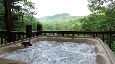 Relax in this hot tub, with this view. It's truly wonderful!