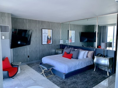 Ultra-Luxury High-Rise suite