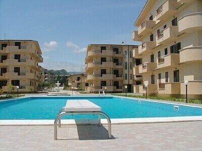 Bergamotto Pool area