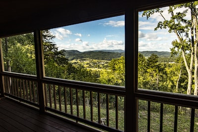 RARE! Secluded Luxury Cabin Bordering the National Park with Amazing Views