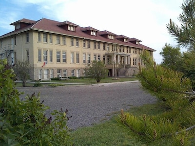 This building has lots of history: college, nerses housing, bomb shelter, kndgrd