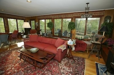 Large Living Room w. Mtn Views & Stone Fireplace