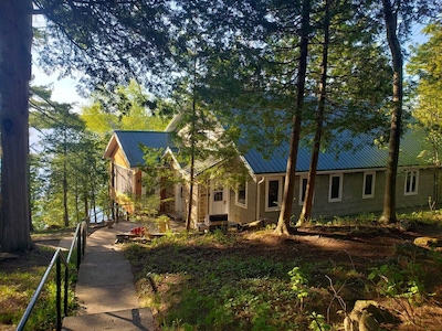 Beautiful Waterfront Cottage at the Heart of Big Rideau Lake