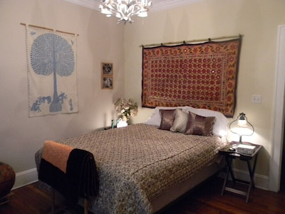 Beautiful and Large Bedroom  in B& in Exquiste  Tropical  Home~Centrally Located