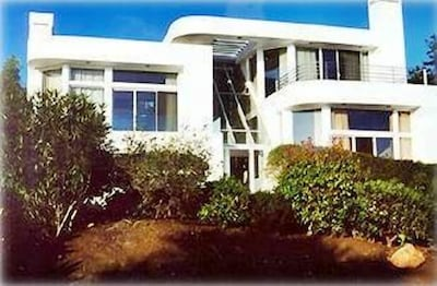 Front of Modern, Ocean View Home in Summerland, CA