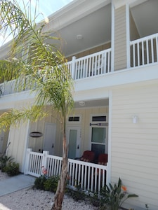 New PRICES!!  AWESOME POOL/ CLEAN CONDO/FAMILY FRIENDLY