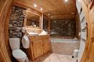 Salle de bains apt la Grange 4* Chalet les Champs du Pont Tignes les Brévières