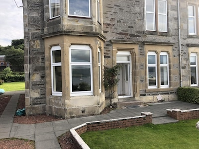 Family and pet friendly apartment with spectacular sea-views on Isle of Bute