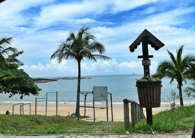 Quadra da  Praia Peracanga / Bacutia, enseada azul, Guarapari, 2 Qts, Garagem